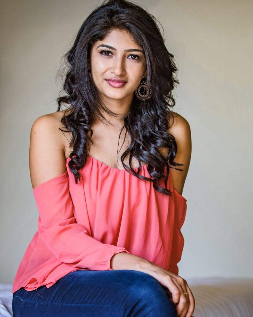 Pics Bucket Actress Roshini Prakash Latest HD Photos and wallpapers 981x1226