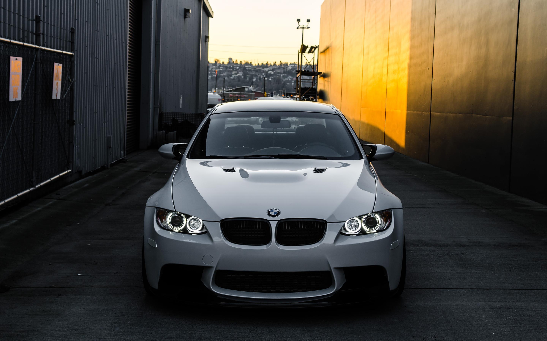 белый спортивный автомобиль bmw m3 e92  № 1015519 загрузить