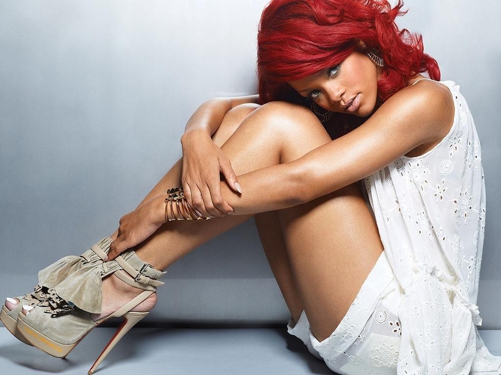 Rihanna Wallpaper Hot 1024x768