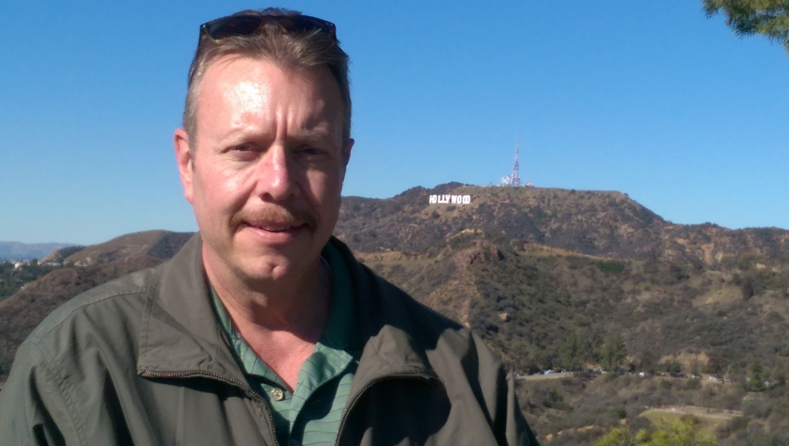 Edward Bennetts at Griffith Observatory with the Hollywood Sign 2688x1520