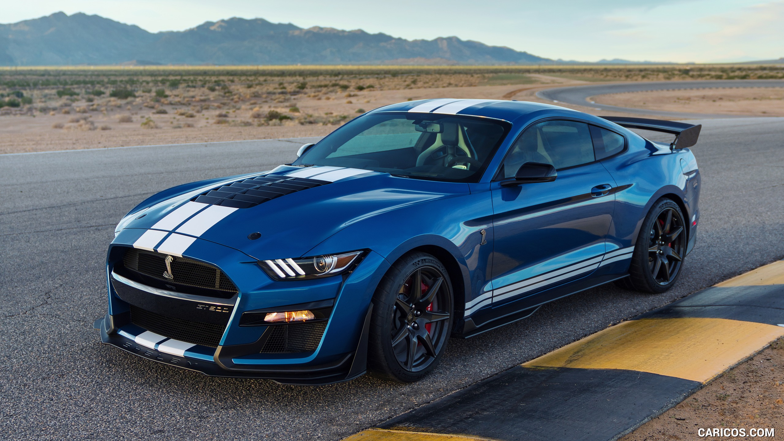 2020 Ford Mustang Shelby GT500   Front Three Quarter HD 2560x1440