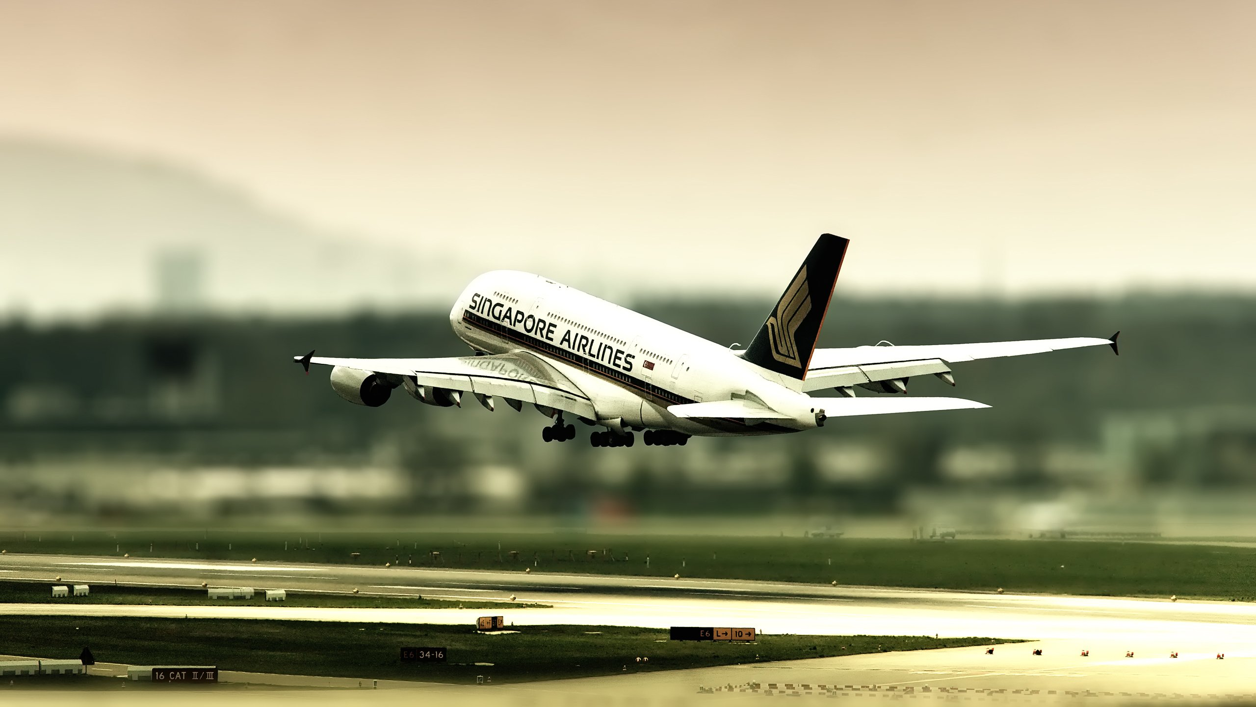 The plane take off from Singapore wallpapers and images   wallpapers 2560x1440