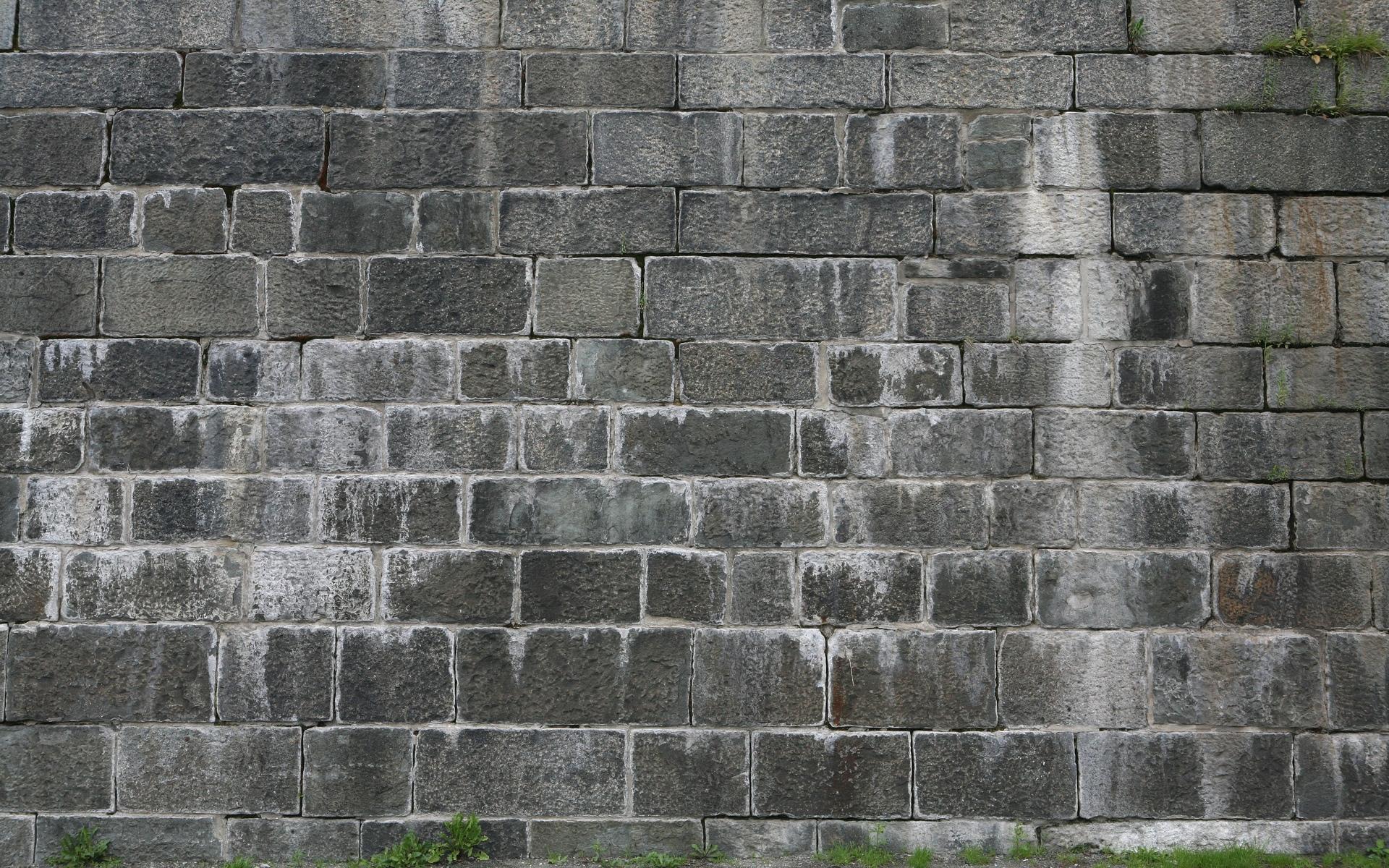 картинка серая стена на улице сильного