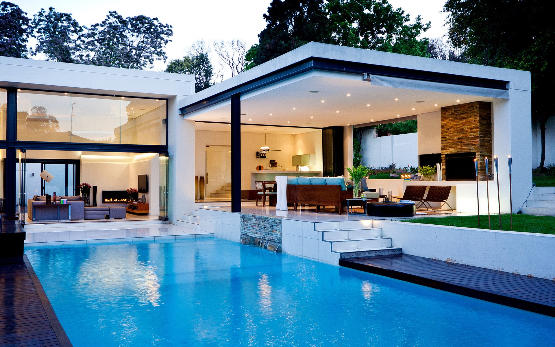 Beautiful Luxury House with Swiming Pool Wallpapers for Desktop 1920x1200