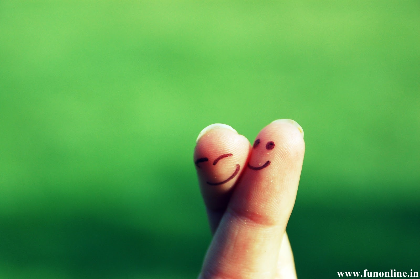 Cute Love Fingers 1600x1063