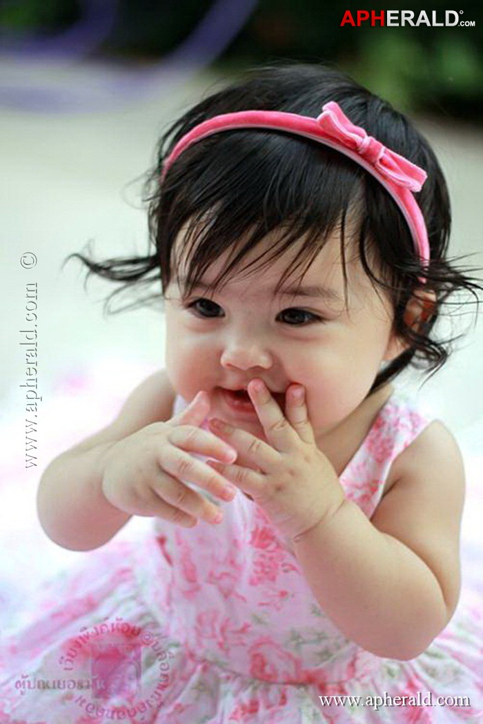 Cute Baby Girl Pictures Wallpapers - WallpaperSafari