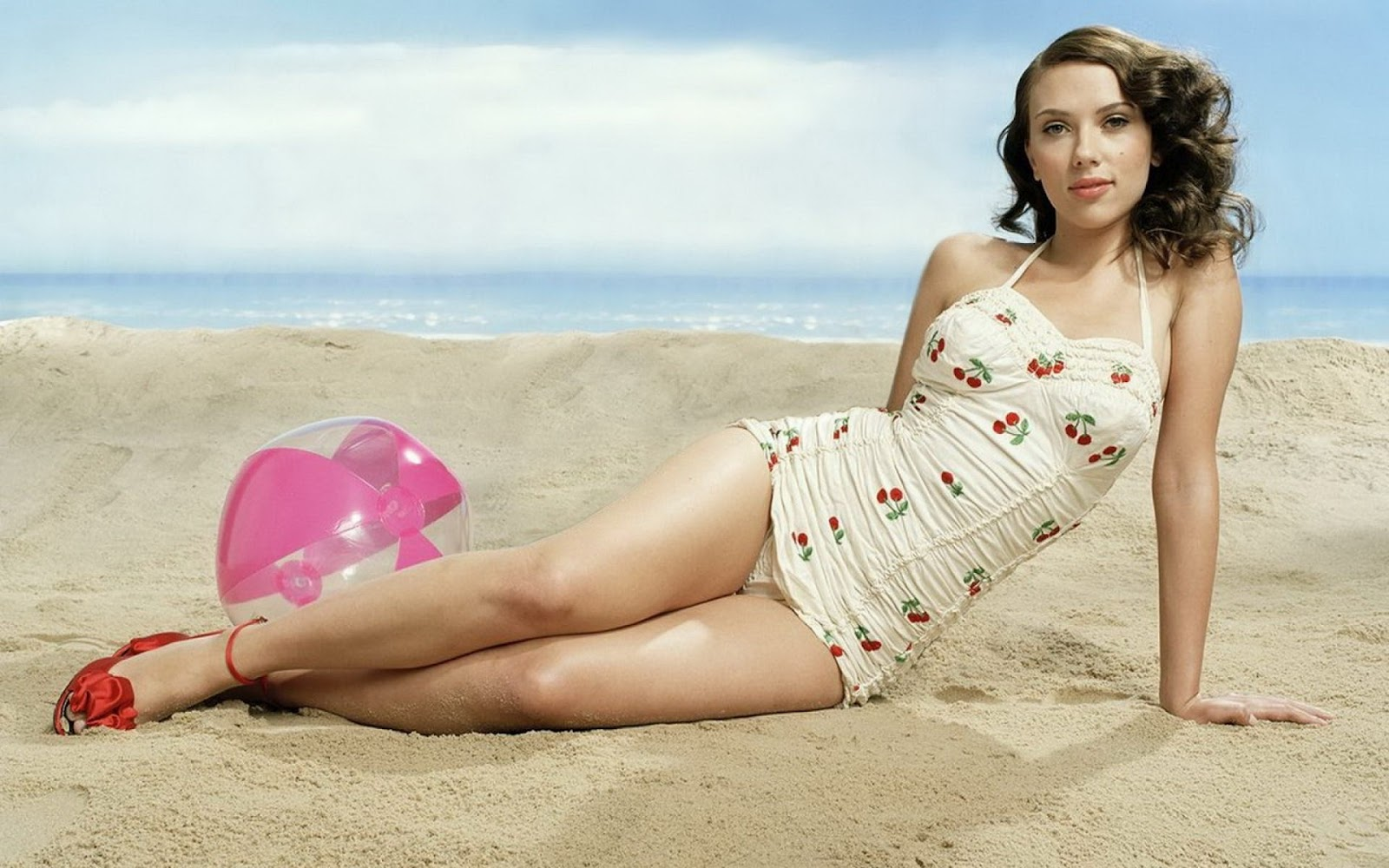 Widescreen bikini wallpaper
