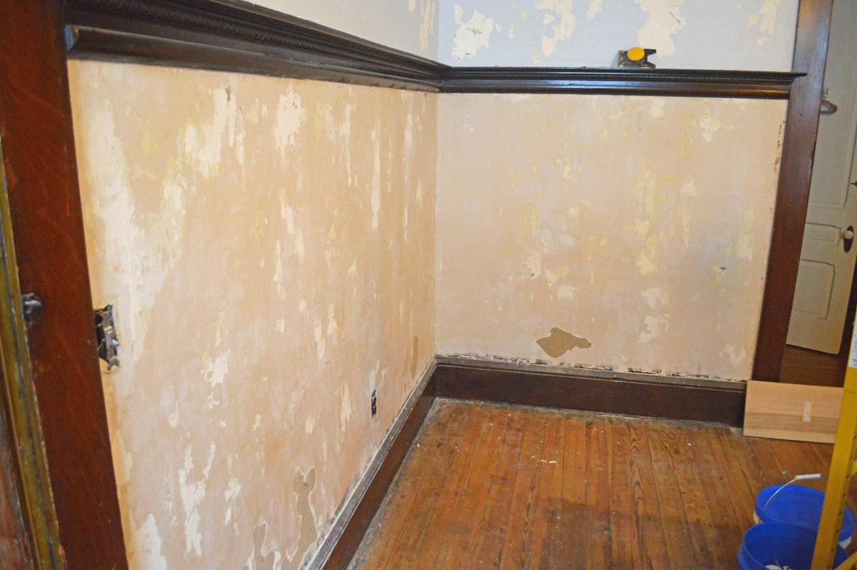 co Wallpaper on Old Plaster Walls Wallpaper Steamer Peeling Paint 1200x798