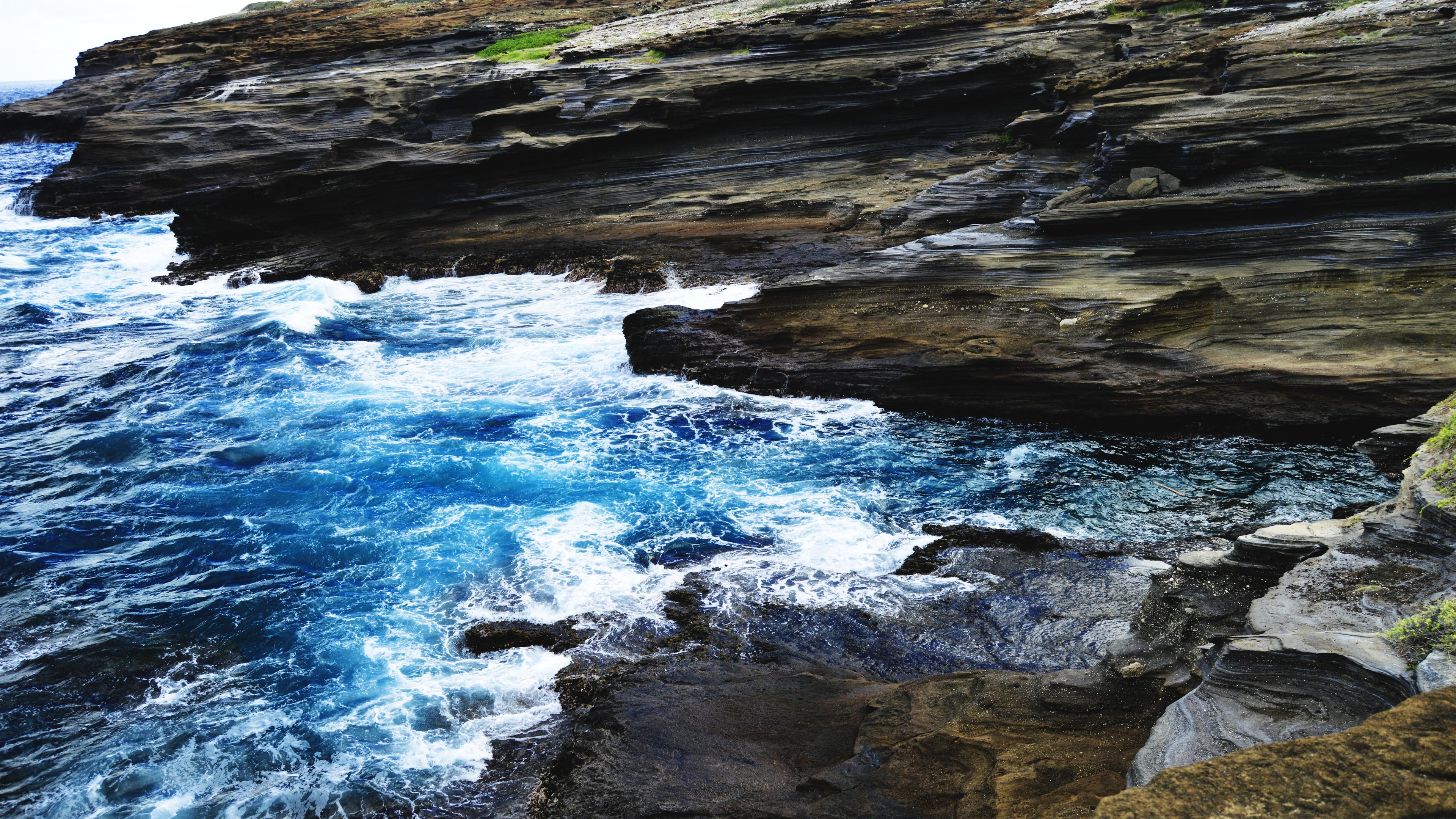 OC] Watching the waves dance in Hawaii Kai Hawaii Made a 4K 3840x2160