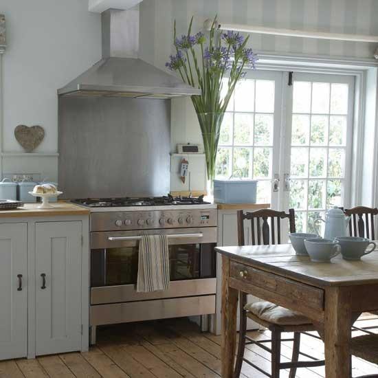 Farmhouse kitchen housetohomecouk 550x550