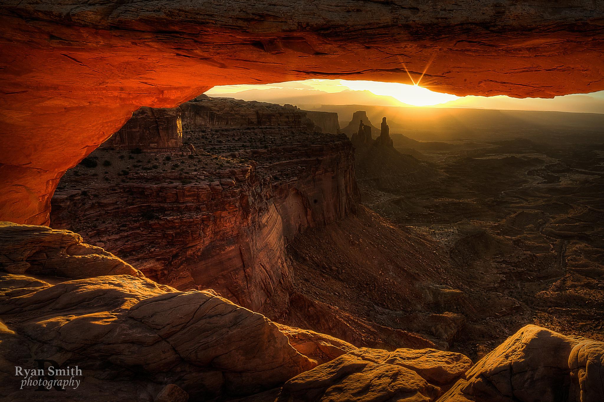 arch mesa arch morning light rays sun rocks wallpapers photos 1680x1050