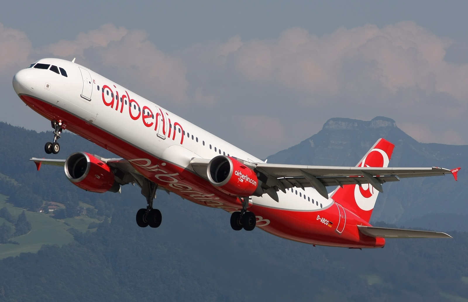 Airbus A321 200 of Air Berlin Approaching To Landing Way 1600x1033