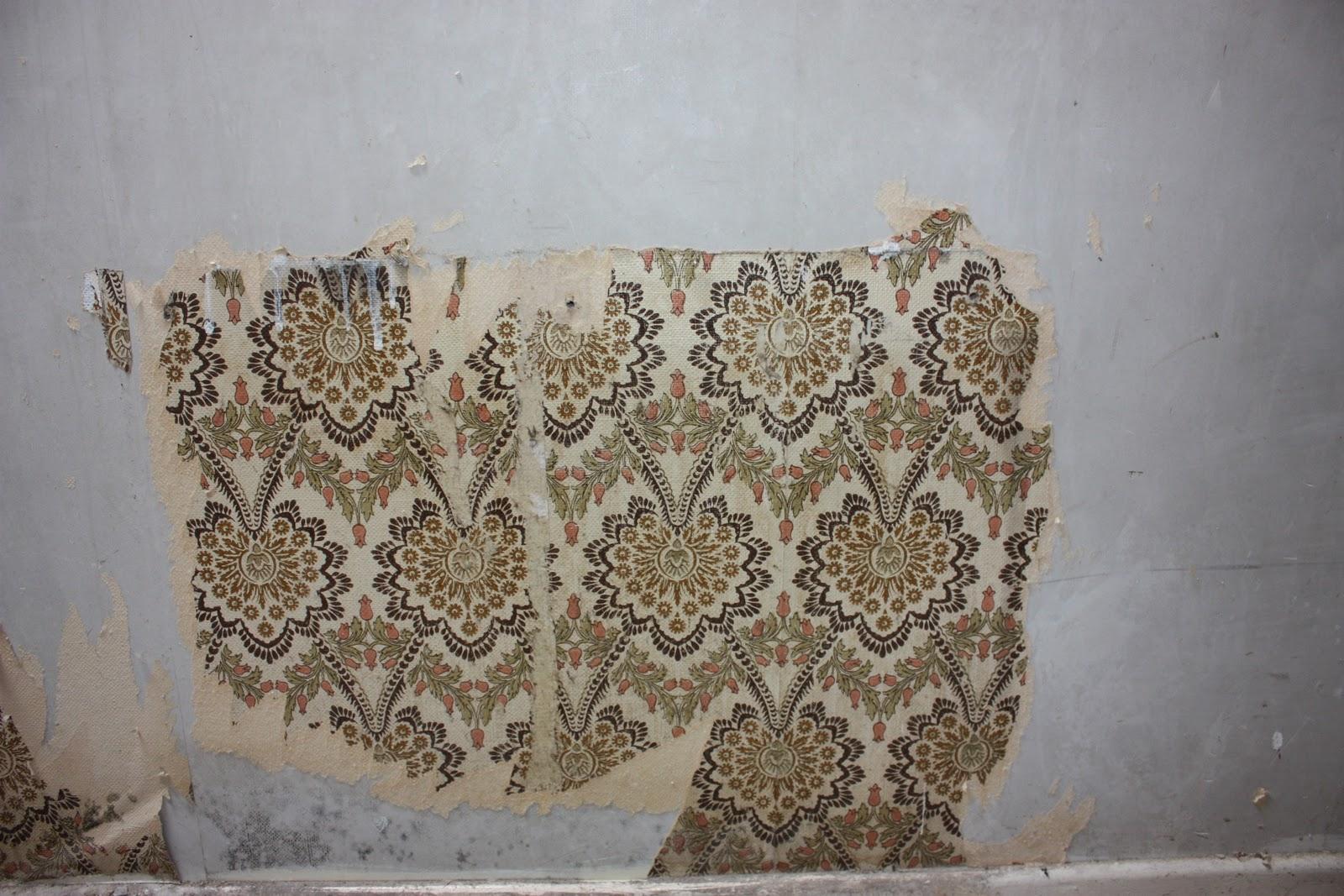 peeling wallpaper photo room ugly decor wallpaper peeling off 1600x1067
