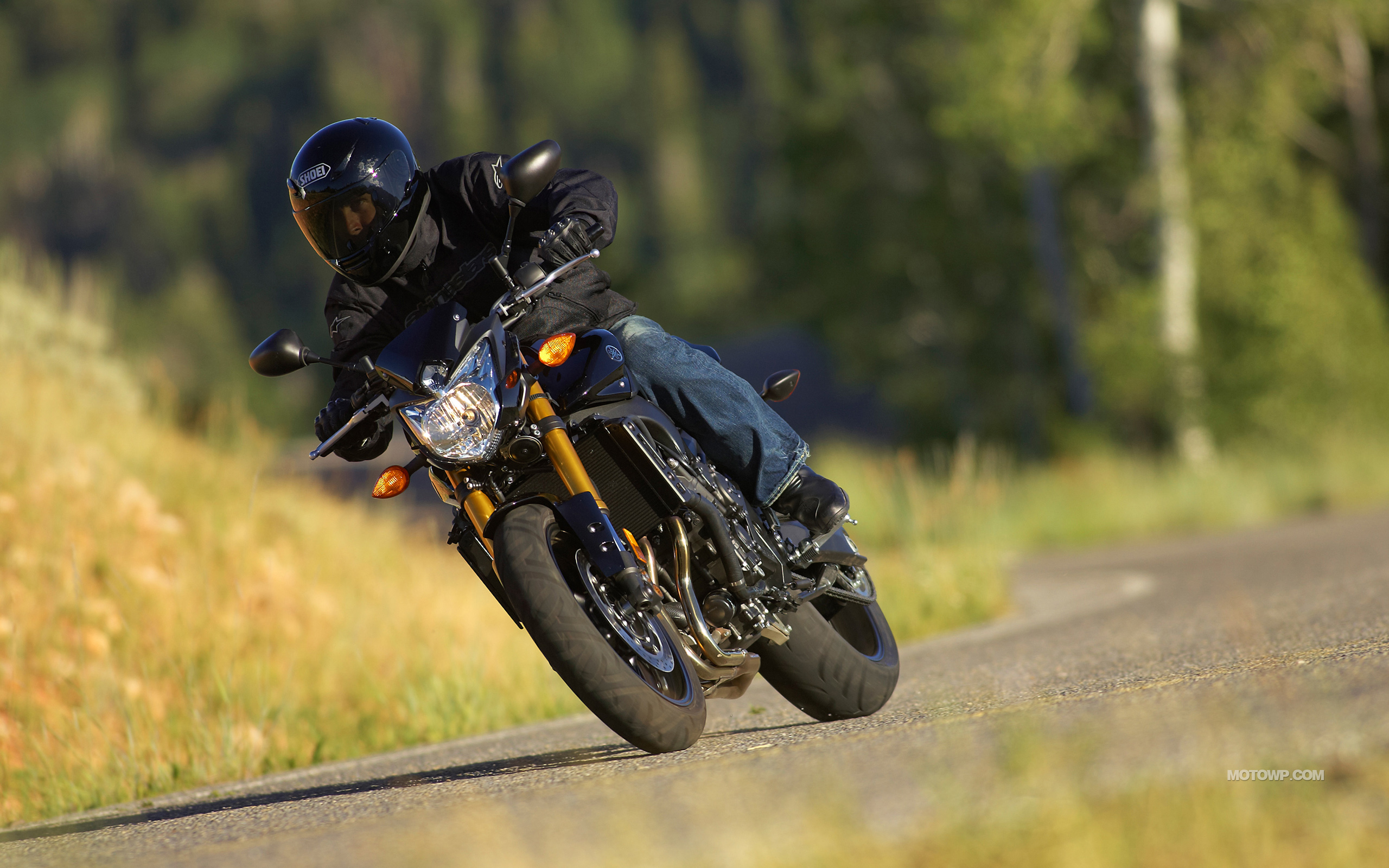 Motorcycles desktop wallpapers Yamaha FZ8   2011 2560x1600
