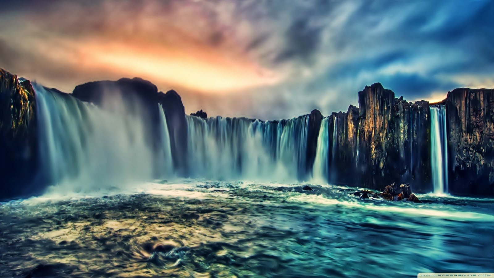 living waterfall wallpaper   wwwhigh definition wallpapercom 1600x900