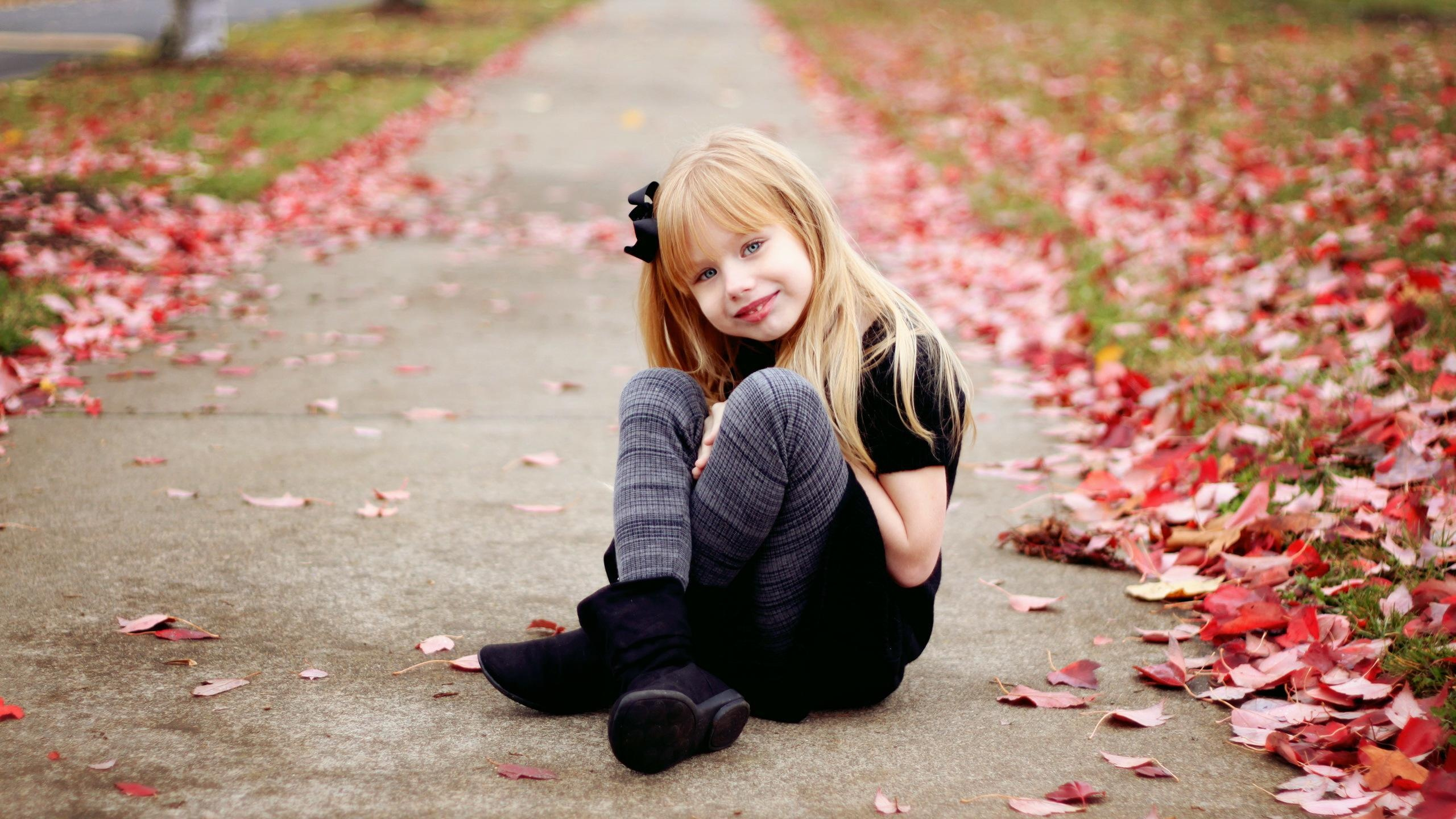 Cute Girl Smile Fence Flower HD Wallpapers 2560x1440