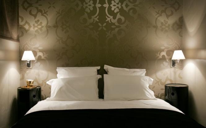 Wallpaper for masculine impression in the bedroom fun interior 665x415