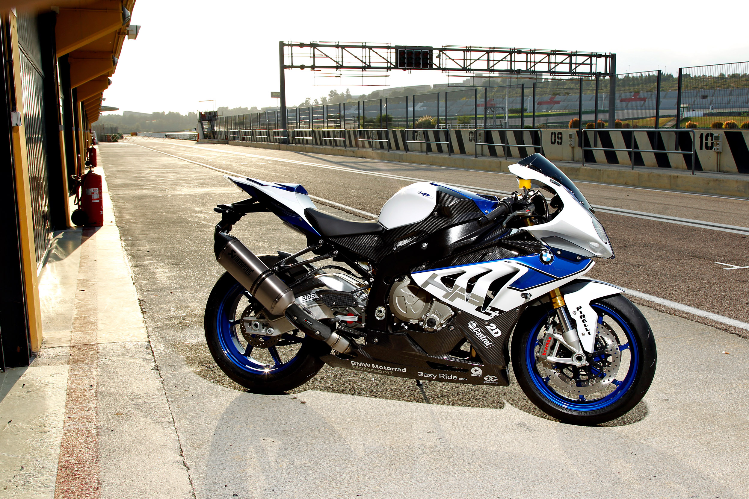 BMW HP4 4K Widescreen Desktop Wallpaper 1006 2500x1667 px 2500x1667