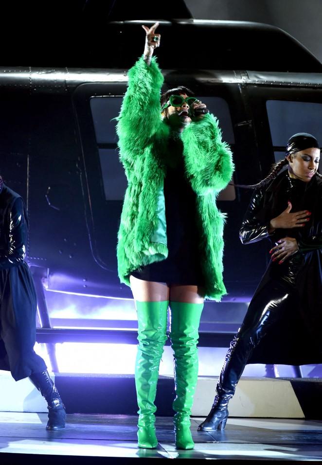 Rihanna 2015 iHeartRadio Music Awards  17   GotCeleb 662x956