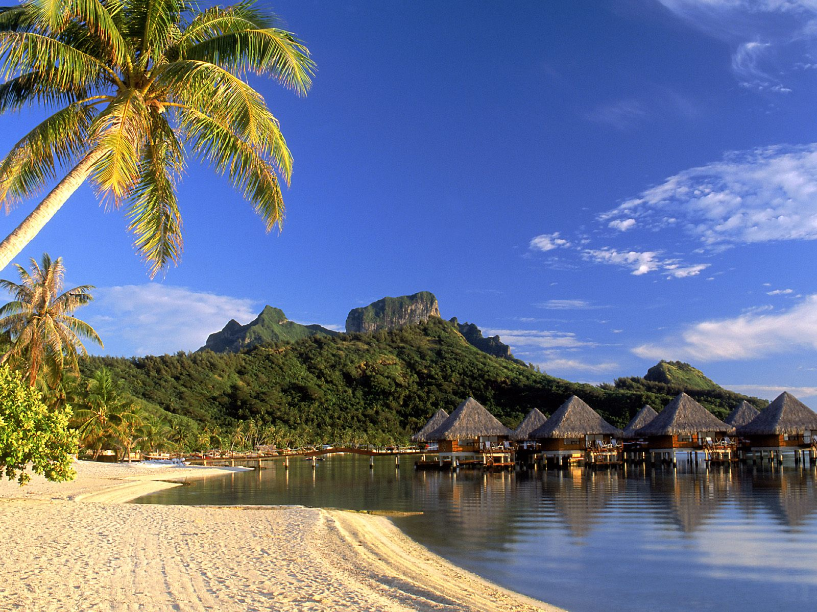 download 1600x1200 tropical island beach scenery beatiful 1600x1200