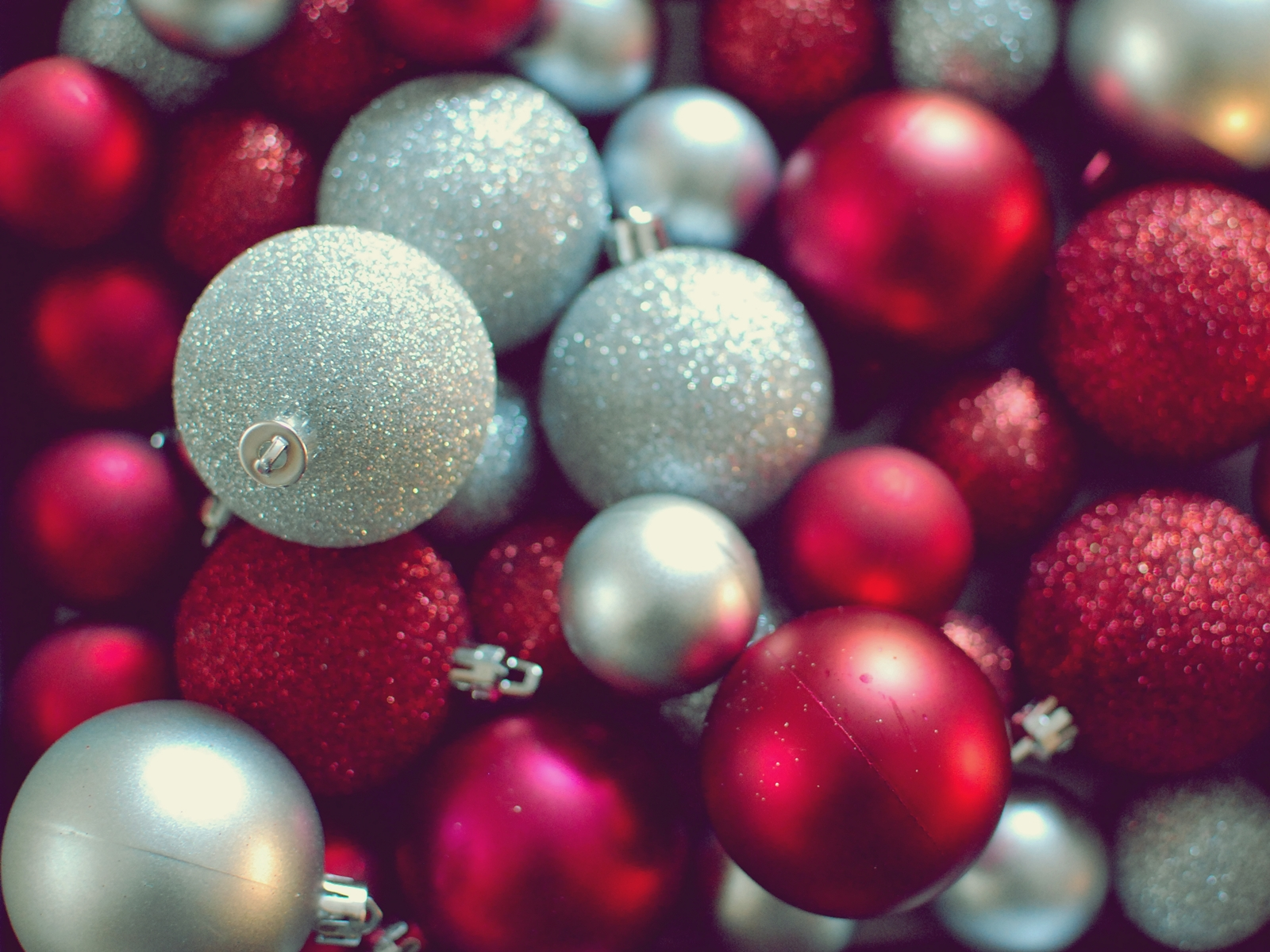 67 Christmas Ornaments Wallpaper On Wallpapersafari