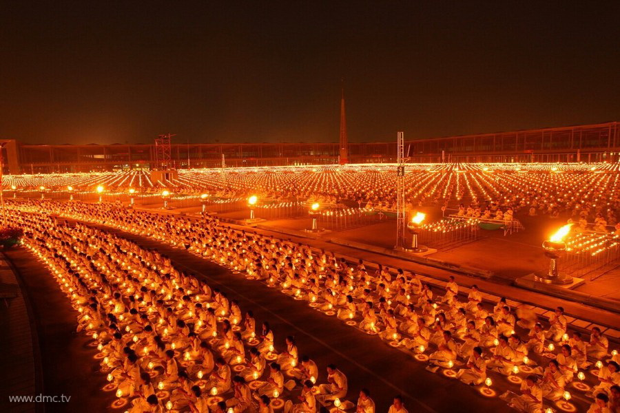 Getting to Know Wat Phra Dhammakaya 900x600