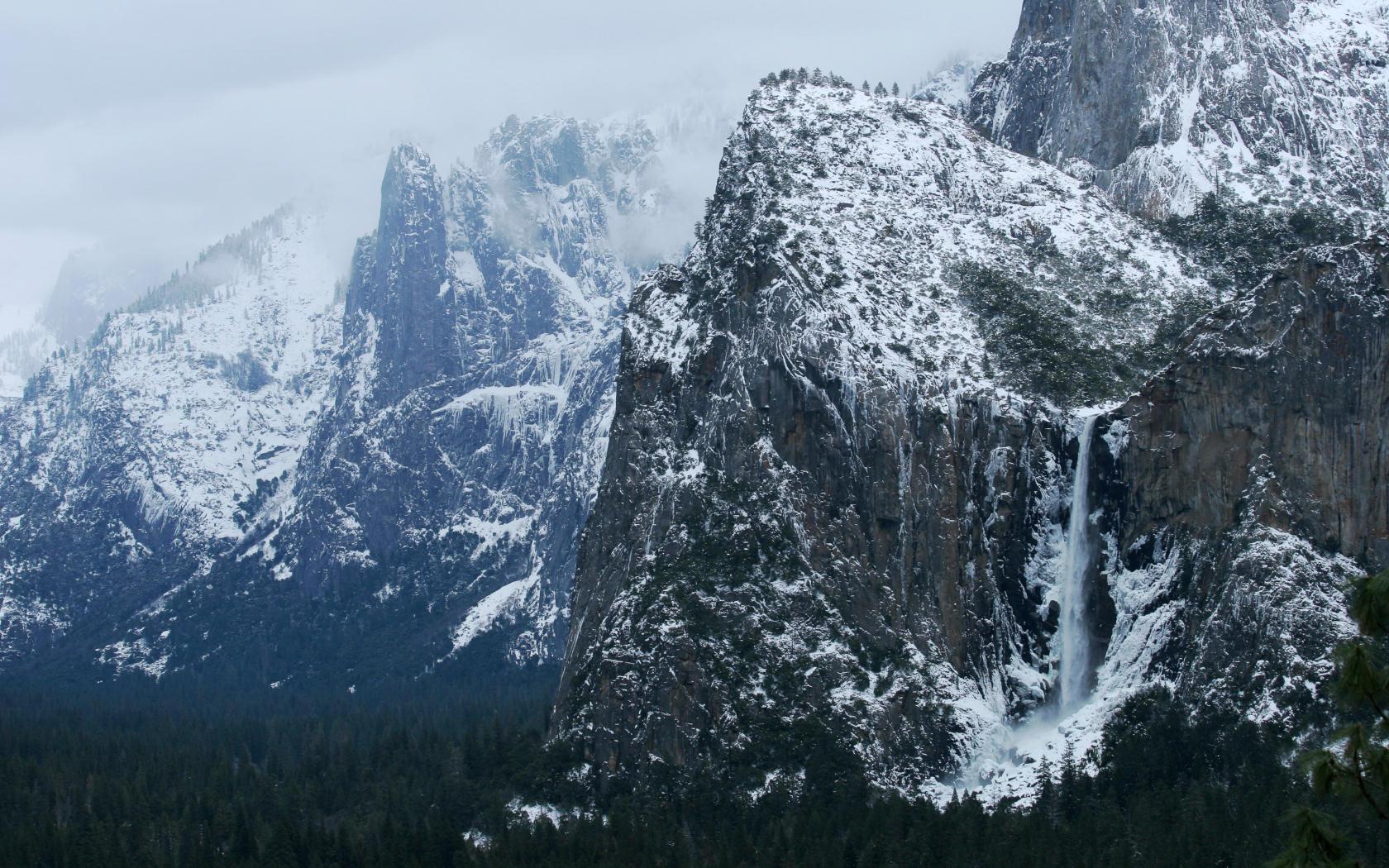 Yosemite Wallpaper   Bridalveil Fall in Winter 1680x1050