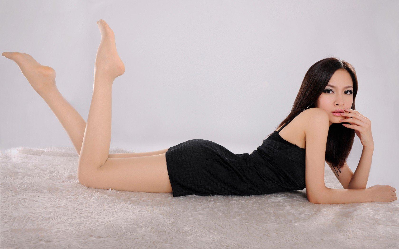 Sexy asian women feet