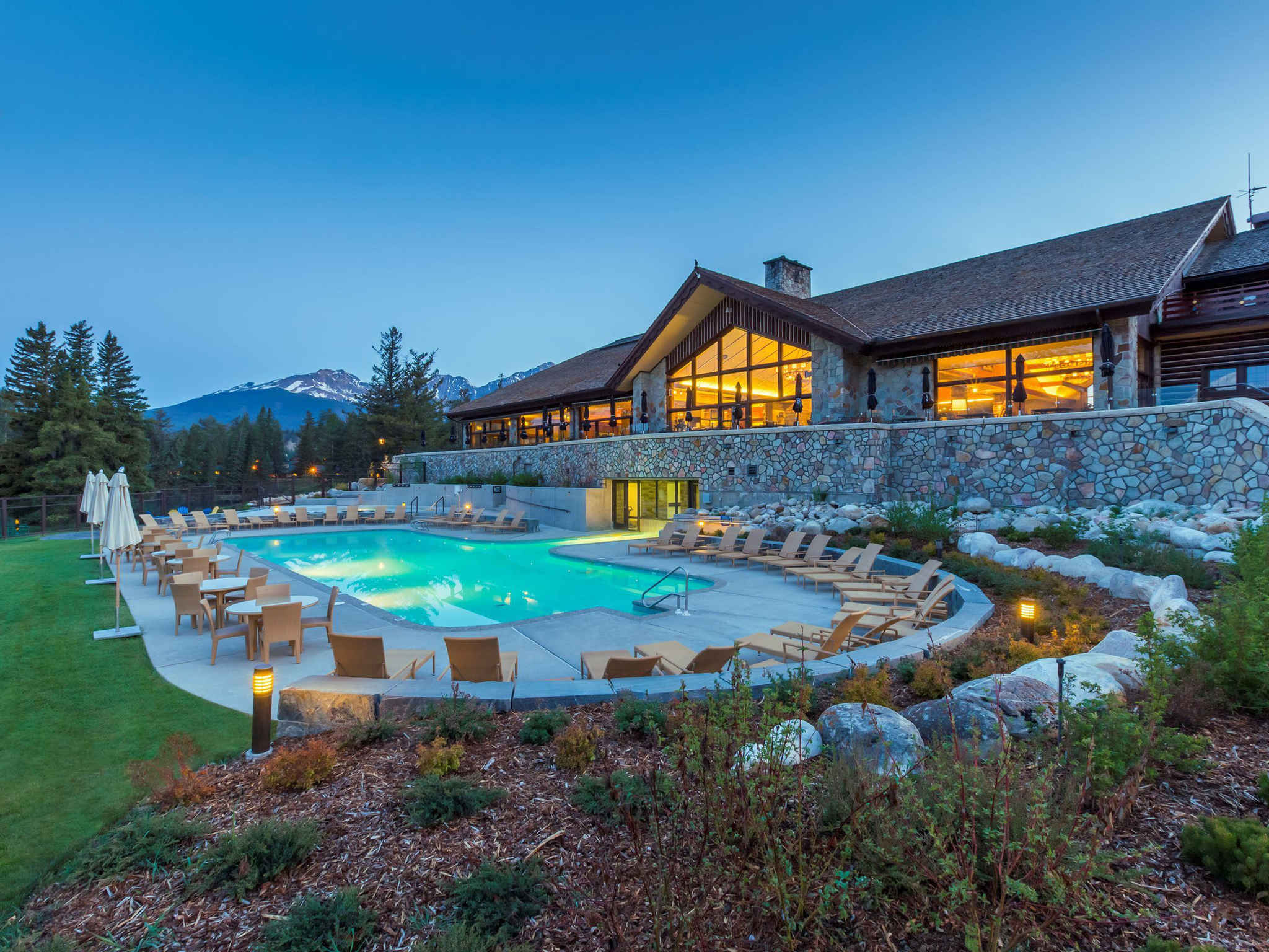 Hotel in jasper   Fairmont Jasper Park Lodge 2048x1536