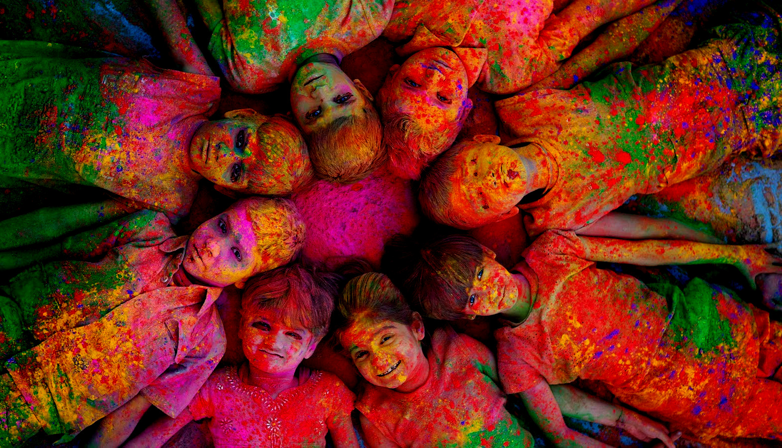 Happy Holi Wallpaper 2018 Images wishes HD download 1571x900