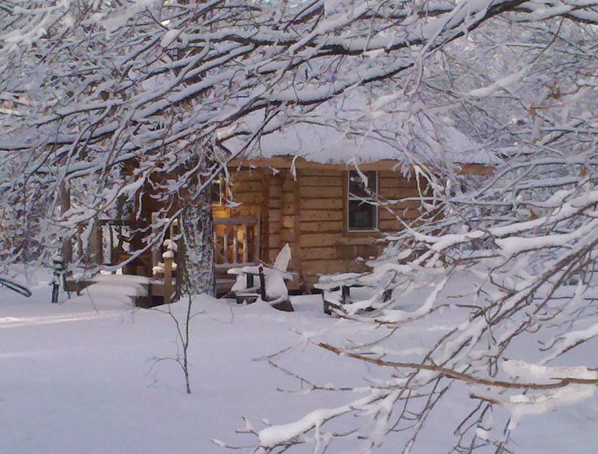 Description Log cabin covered in snowjpg 864x656