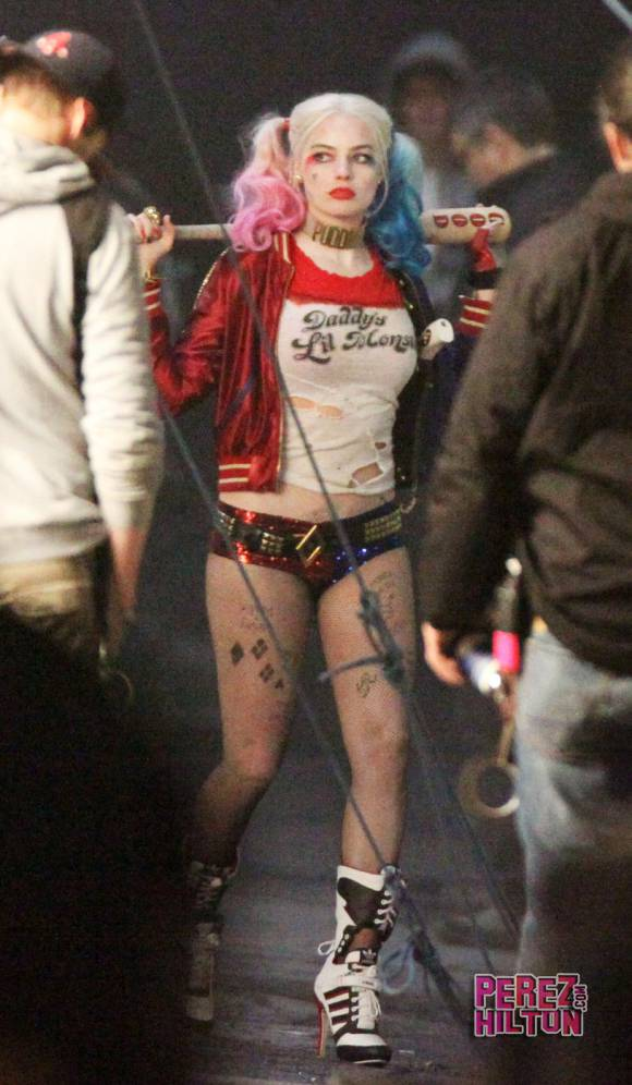Robbie As Harley Quinn More In Action On The Set Of Suicide Squad 580x996