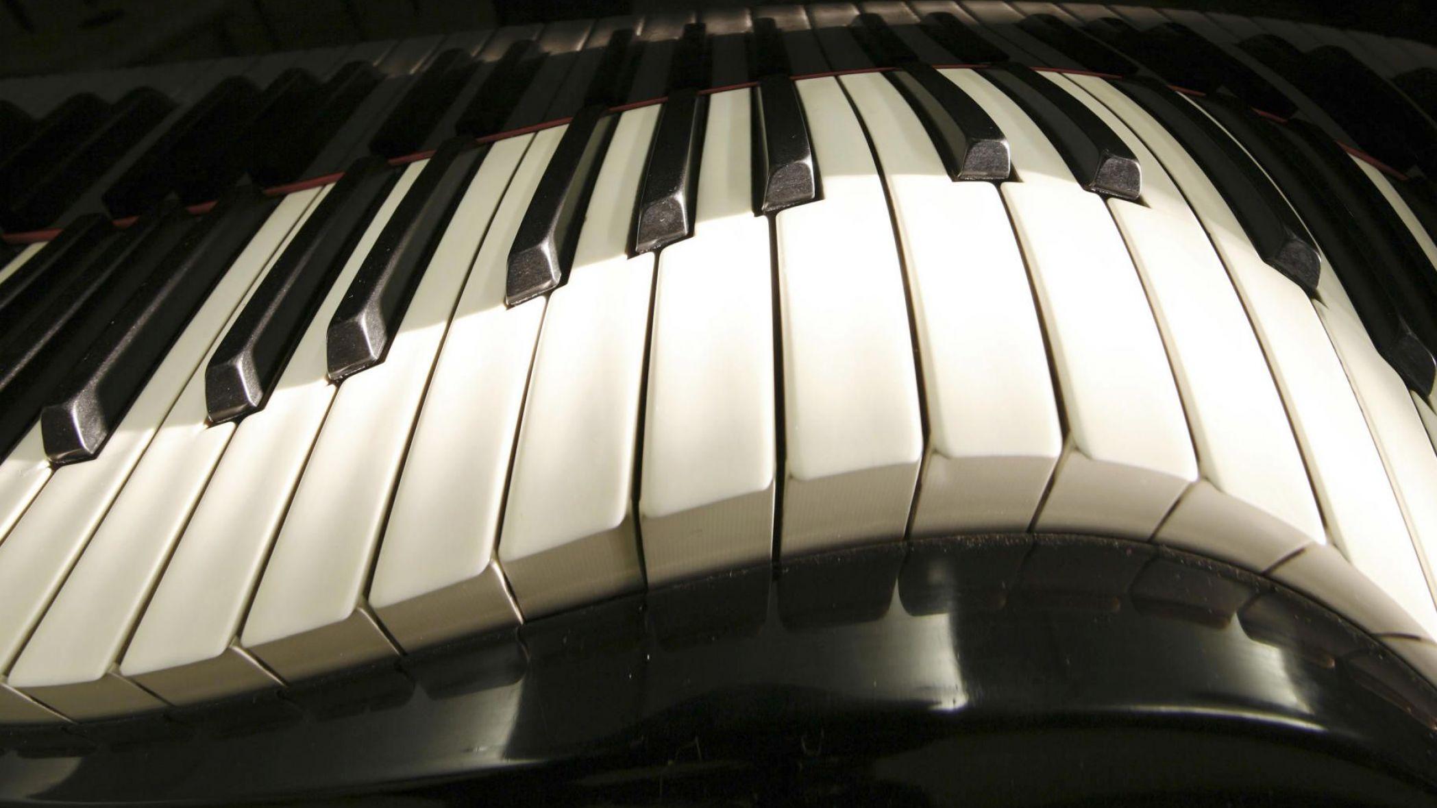 Пианино  № 1529619 загрузить