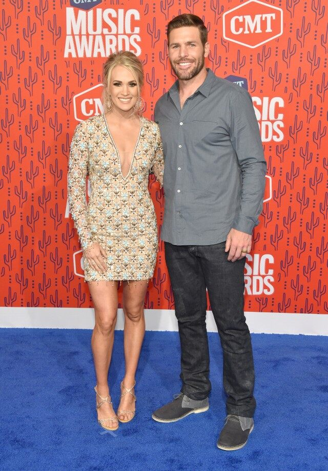 CMT Music Awards 2019 Carrie Underwood Gives Hubby Mike Fisher a 640x917