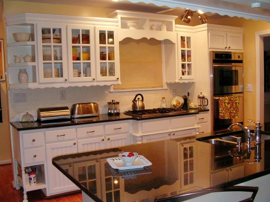 beadboard wallpaper on her kitchen backsplash so Im going to share 550x412