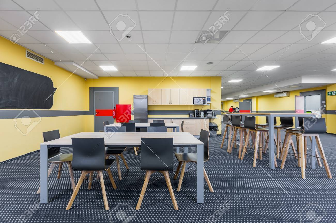 Modern Lunchroom Interior With Wooden Tables And Black Chairs 1300x866