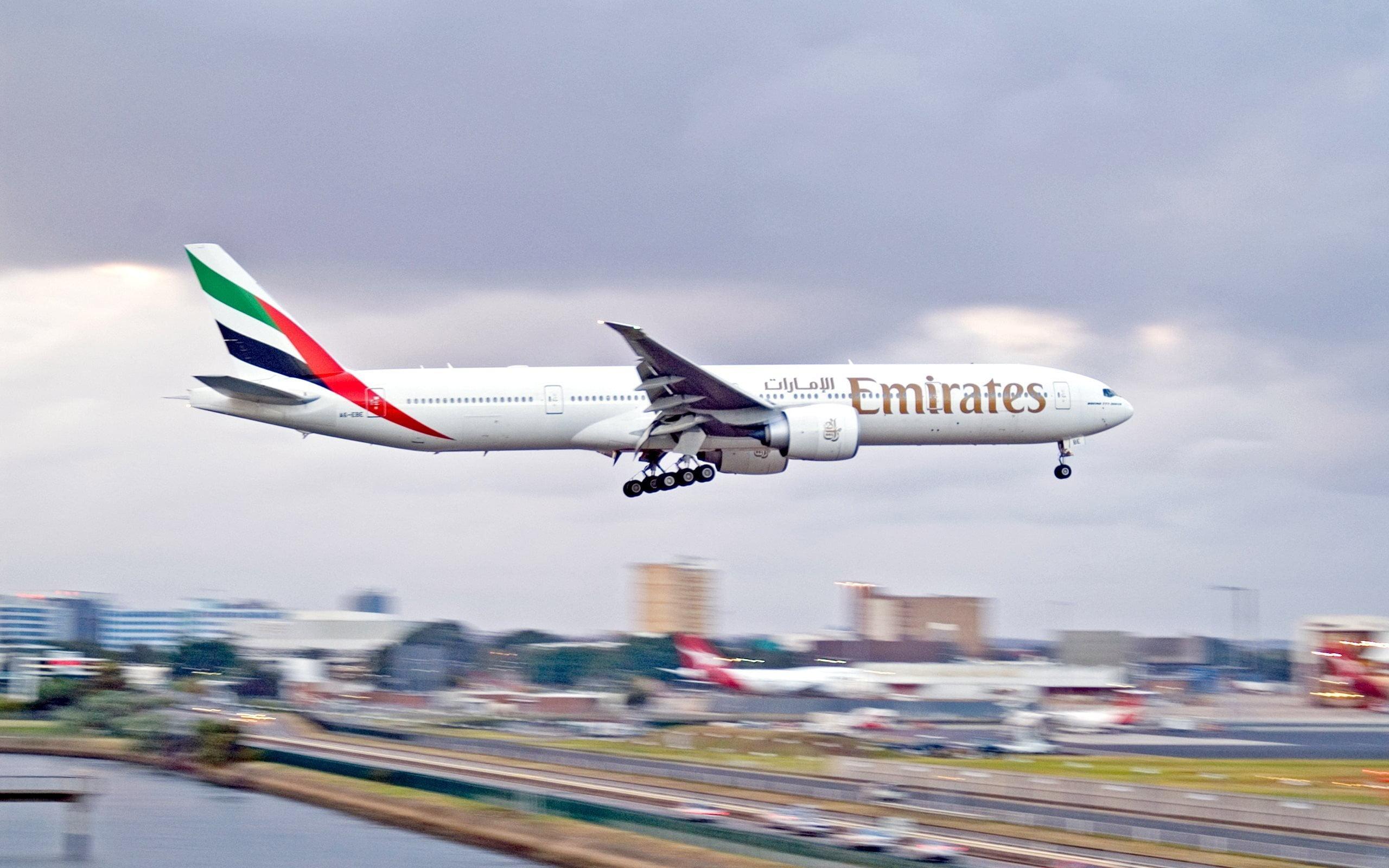 White Emirates Airplane landing during daytime HD wallpaper 2560x1600