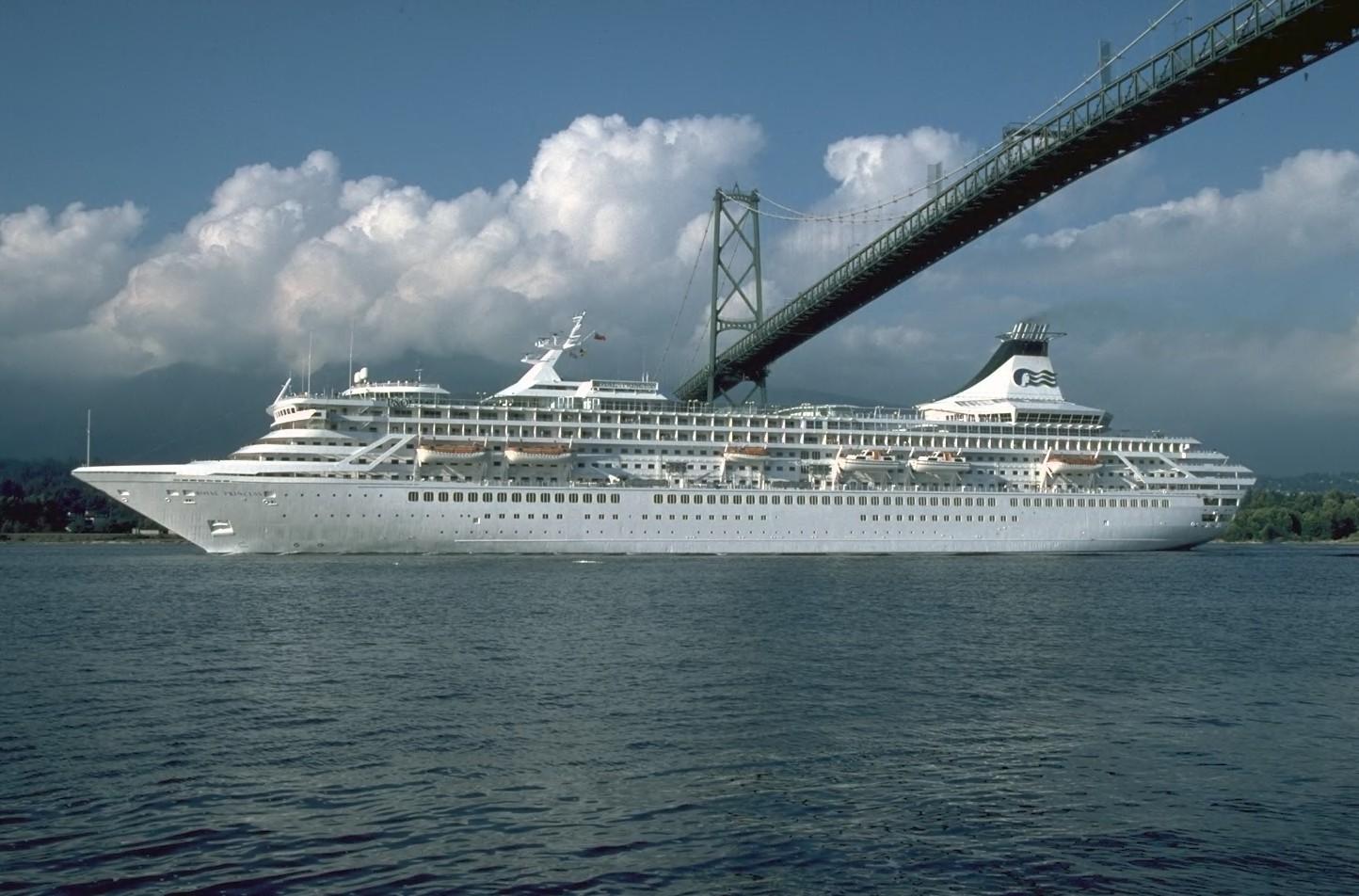 Cruise Ship 1444x952