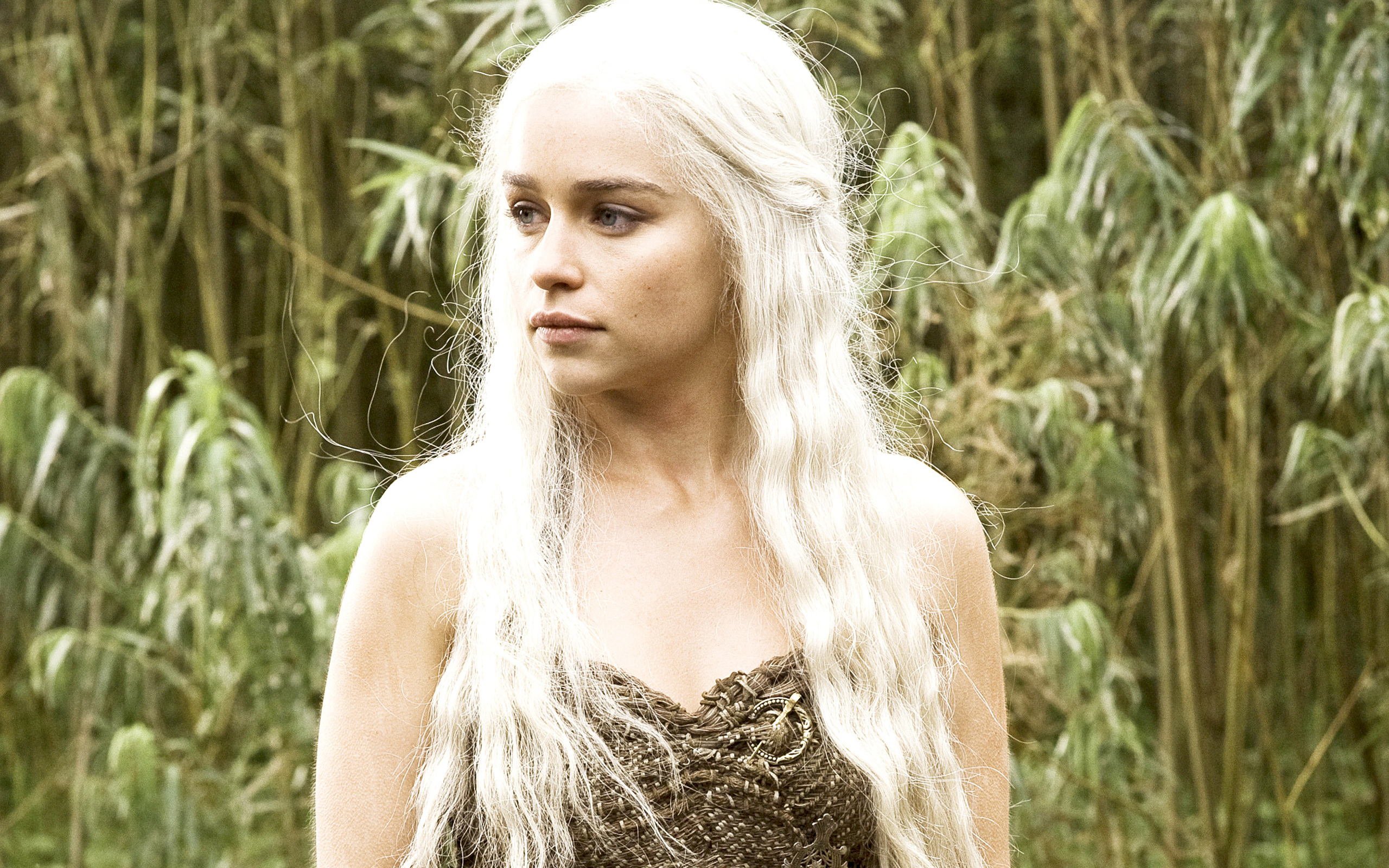 emilia clarke in hbo game of thrones widejpg 2560x1600