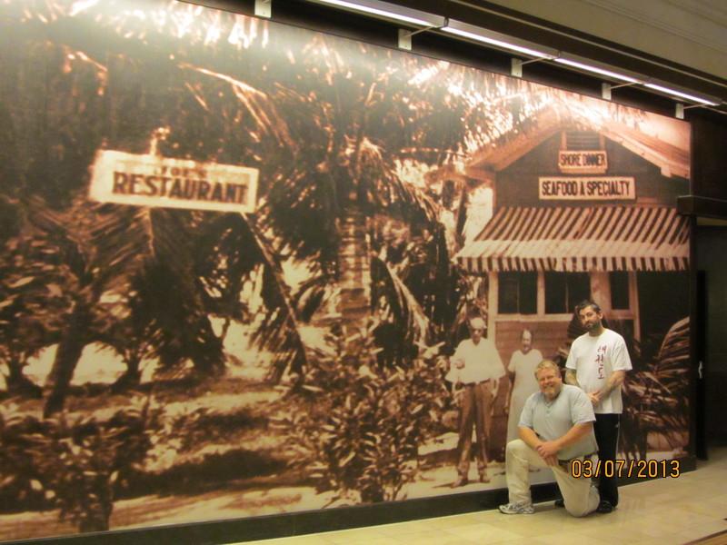 Las Vegas Wallpaper Installation Mural Hanger Cesars Palace Seamingly 800x600