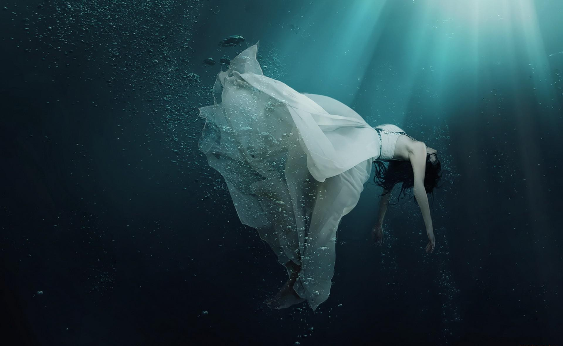 Girl Drowning In Water Widescreen HD Wallpaper   StylishHDWallpapers 1920x1182