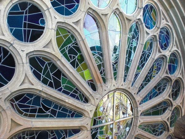 Gaudi glass Photo 600x450