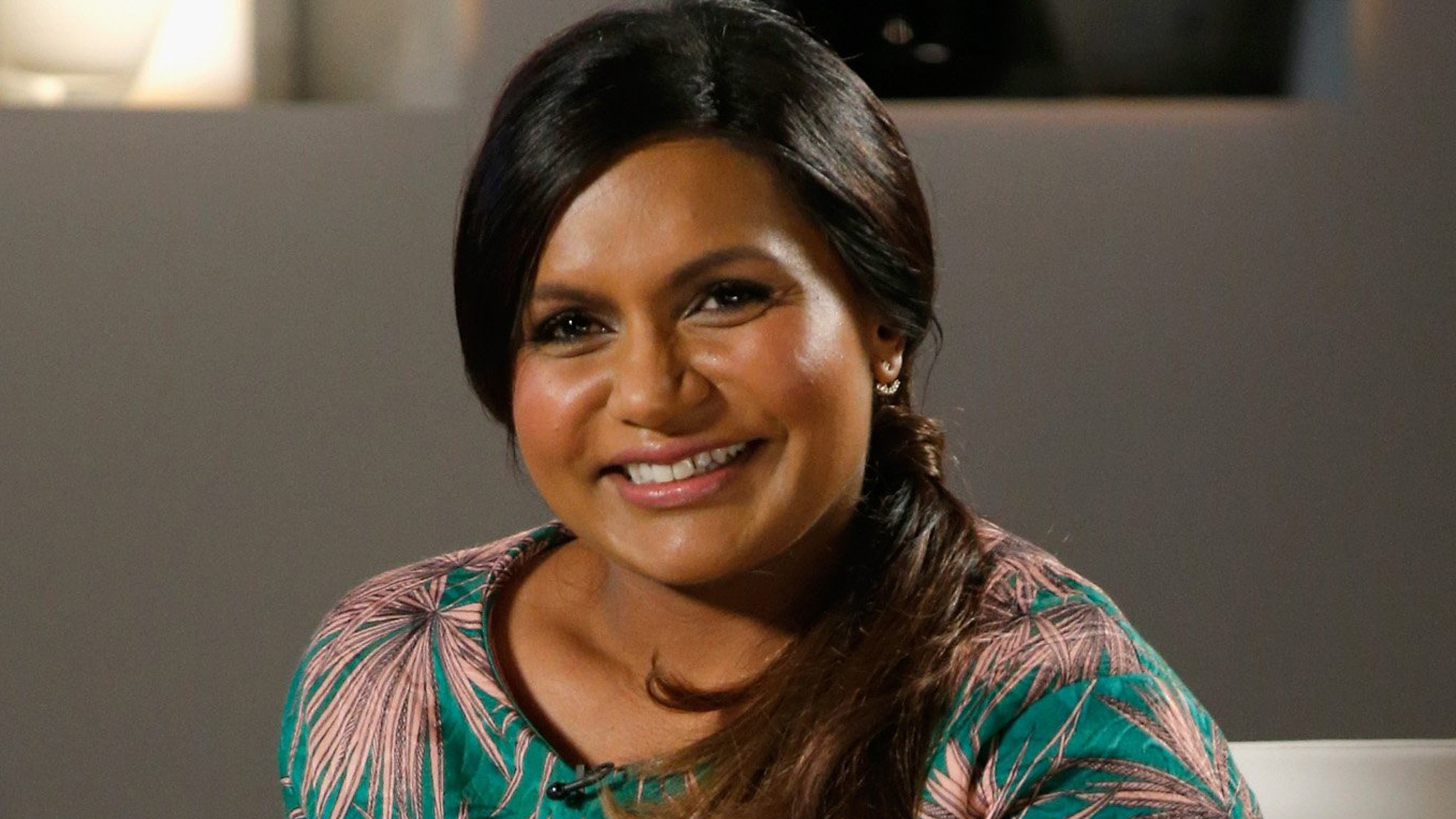 Mindy Kaling Wallpapers Images Photos Pictures Backgrounds 2048x1152