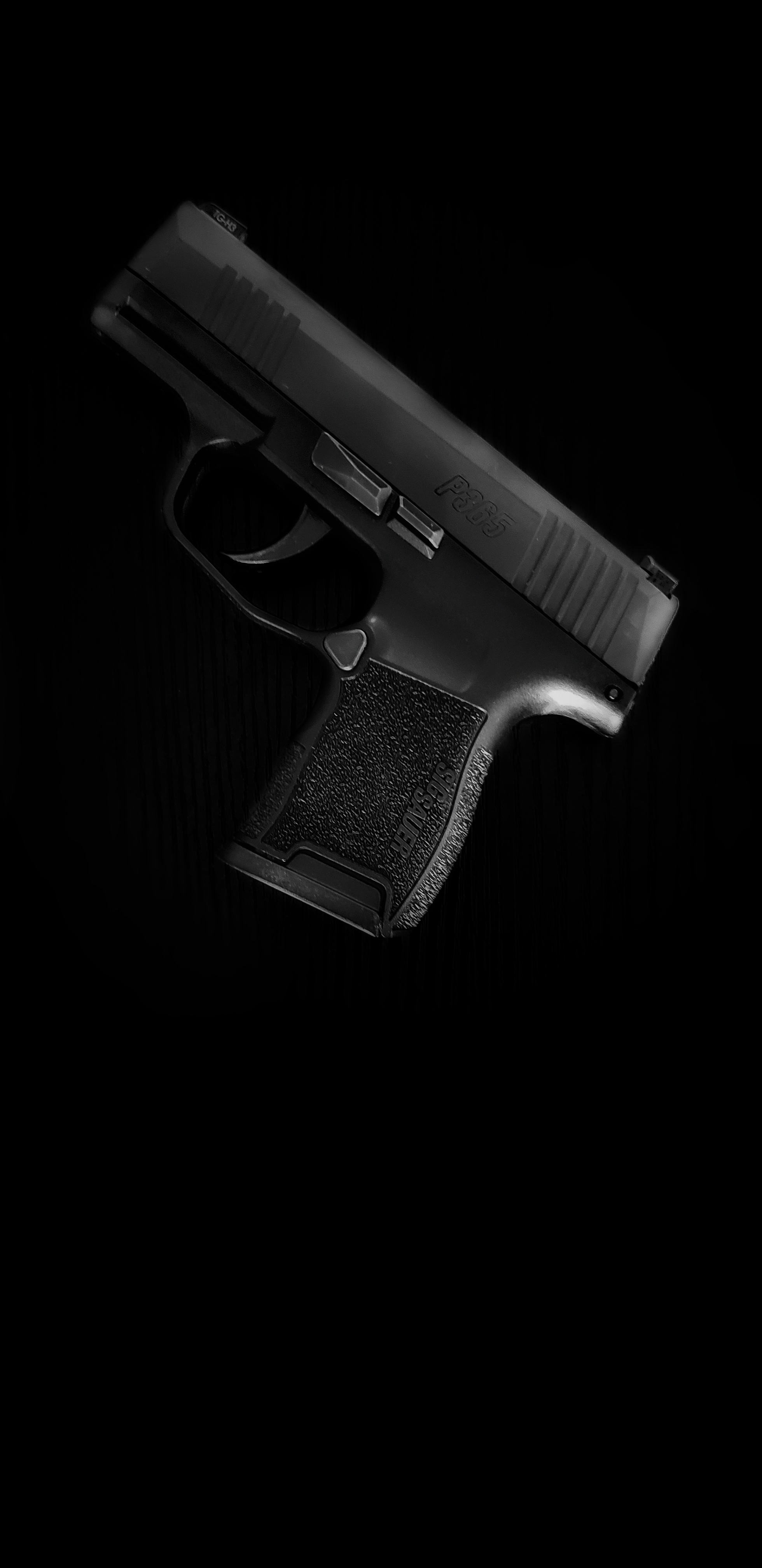 My first Sig and a sweet wallpaper for you SigSauer 1960x4032