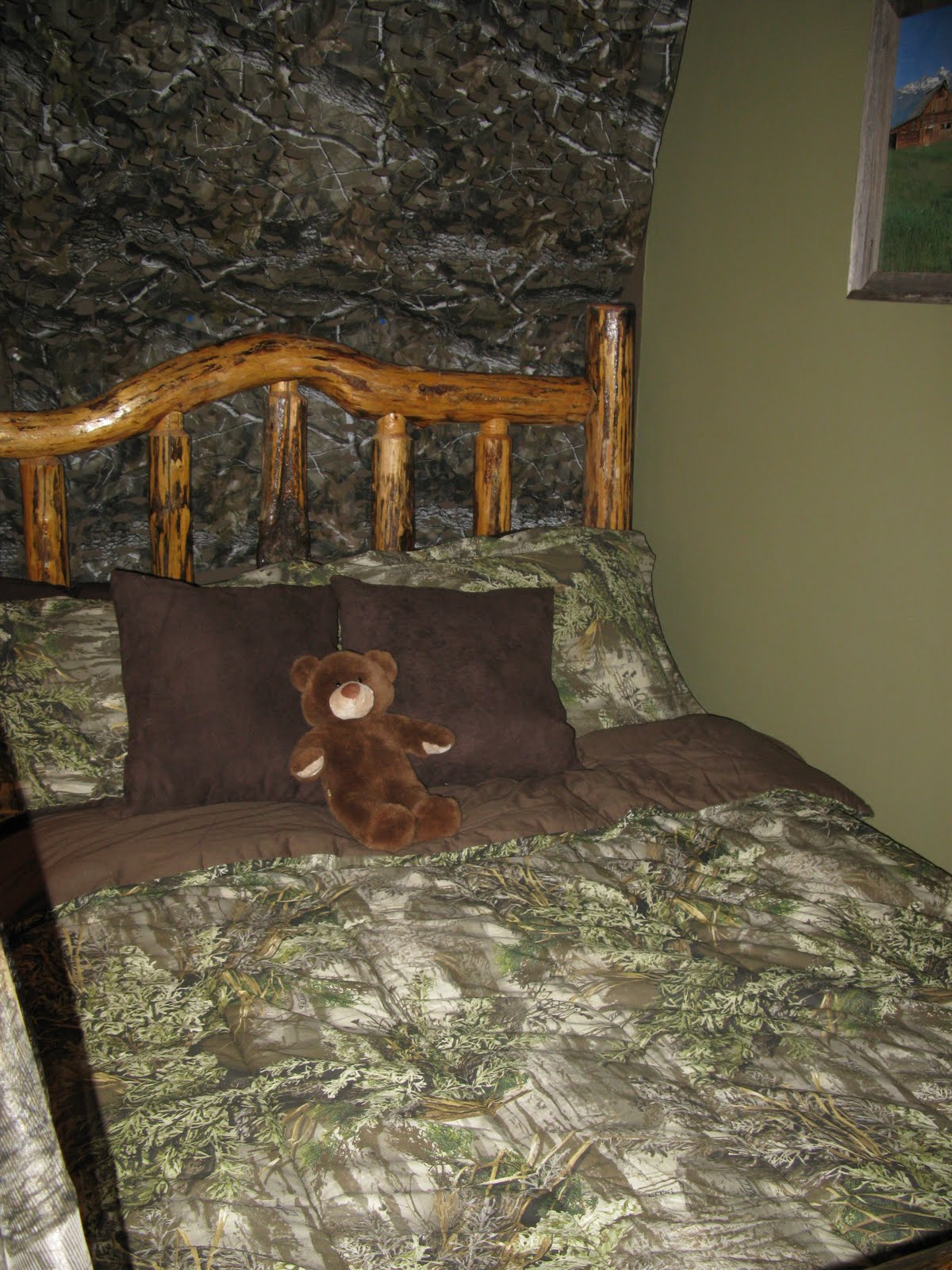 How to decorate a boys room in a hunting realtree camo theme 1200x1600