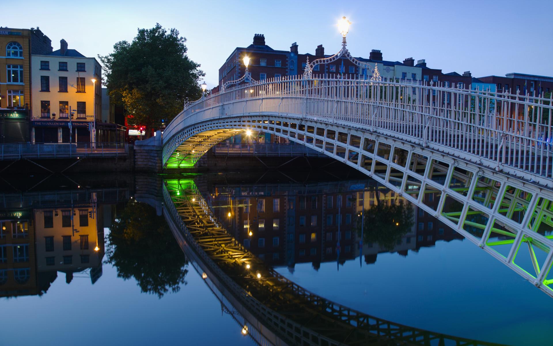 and River Liffey at night Dublin Ireland Wallpaper Wallpapers 1920x1200