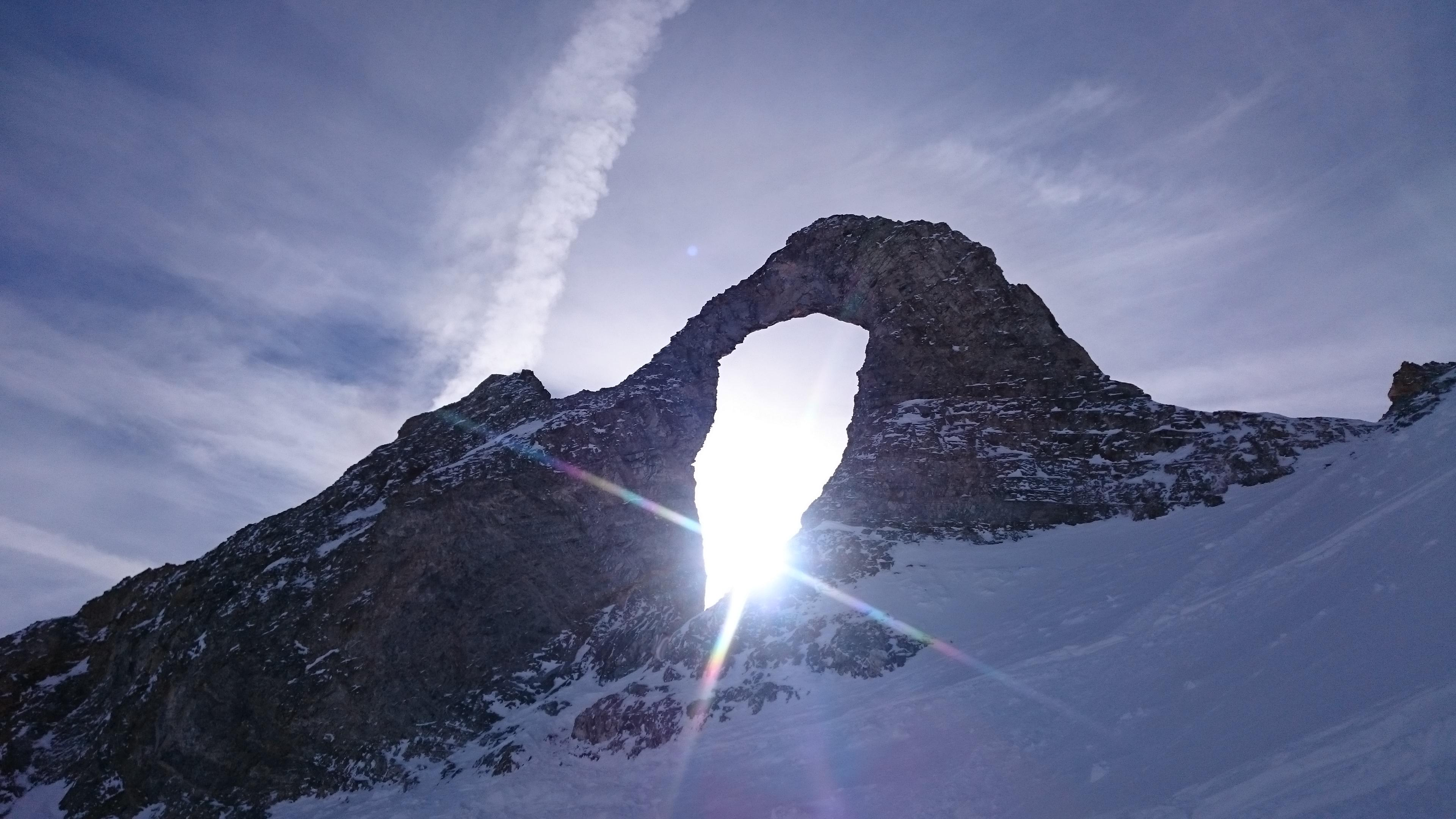 Sunshine trough the eye of the needleLAiguille Perce Tignes 3840x2160