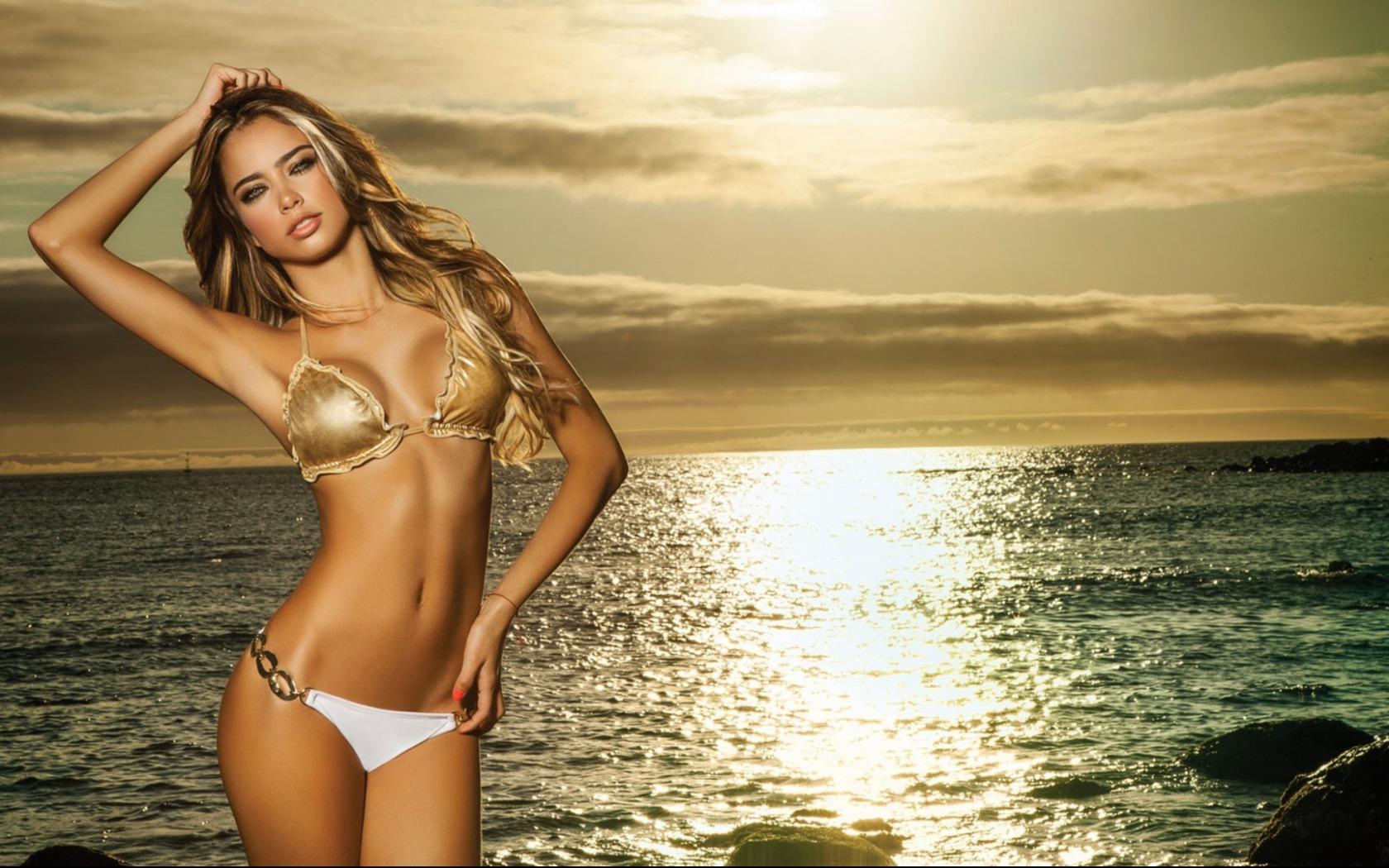 Bikini Girls Wallpaper 20129 BikinisWallpapercom 1680x1050