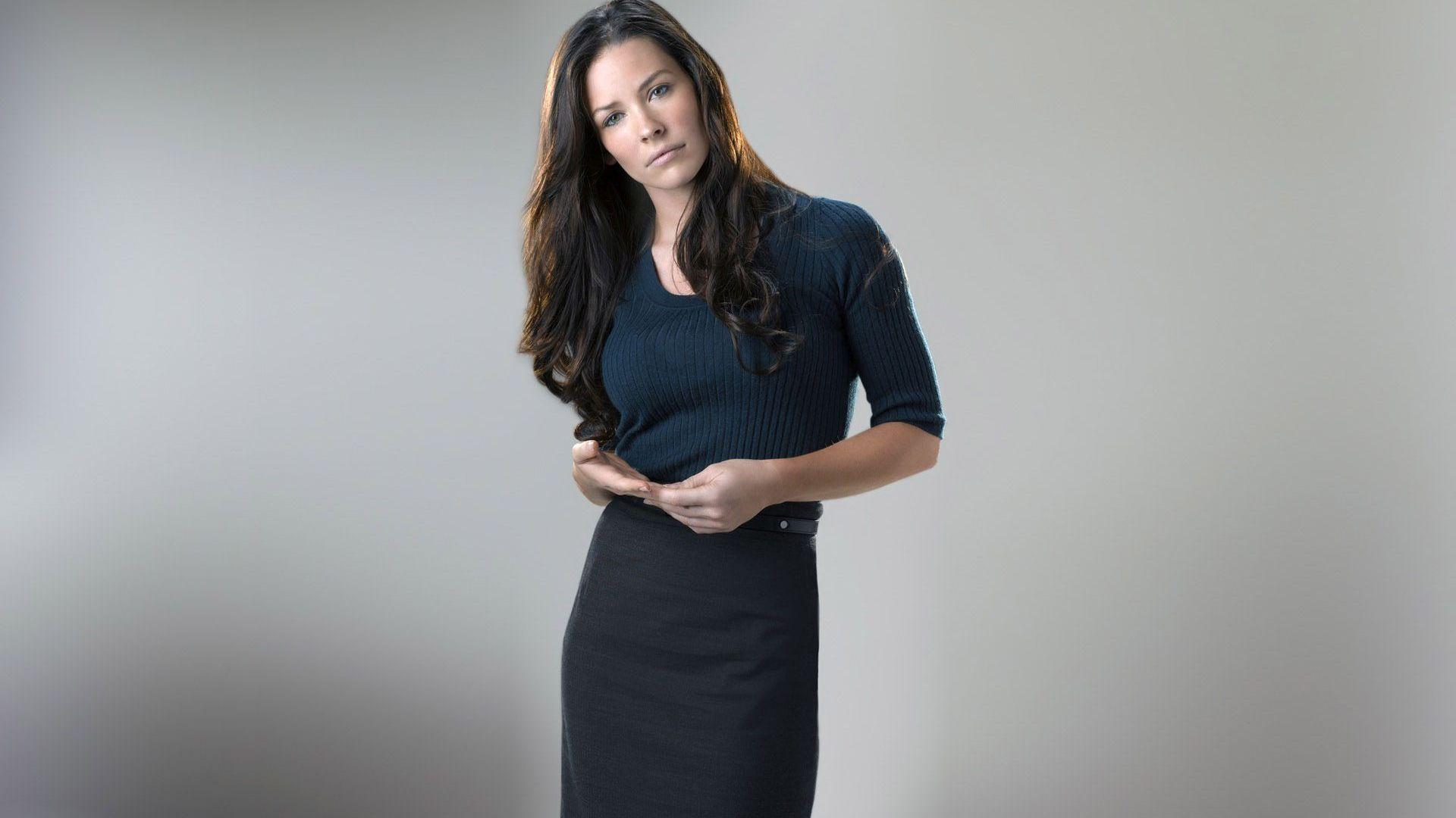 Download Evangeline Lilly in office wear wallpaper 1920x1080