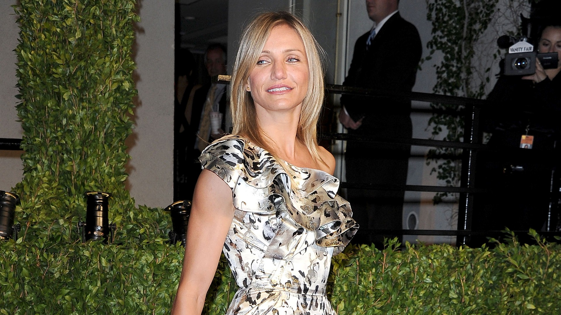 Cameron Diaz During Party Wallpaper HD Wallpapers 1920x1080